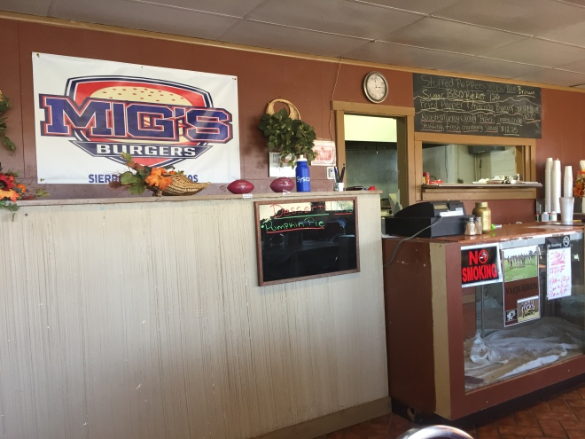 Mig's Burgers Interior